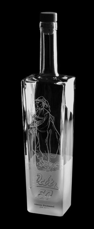 Pískování jubilejní láhve